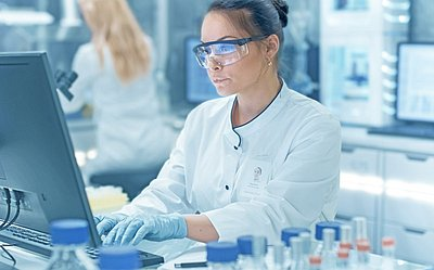 Female Axinon system user in laboratory environment